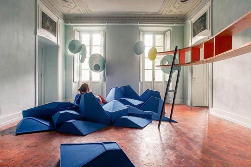 la revue du design blog archive les angles un projet d assises de st phanie marin. Black Bedroom Furniture Sets. Home Design Ideas
