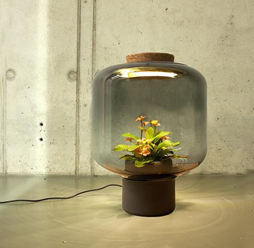 La revue du design blog archive luminaire mygdal par for Eames lampe